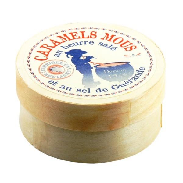 Weiche salzige Butterkaramellen in der runden Schachtel